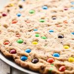 pizza cookie de m&ms